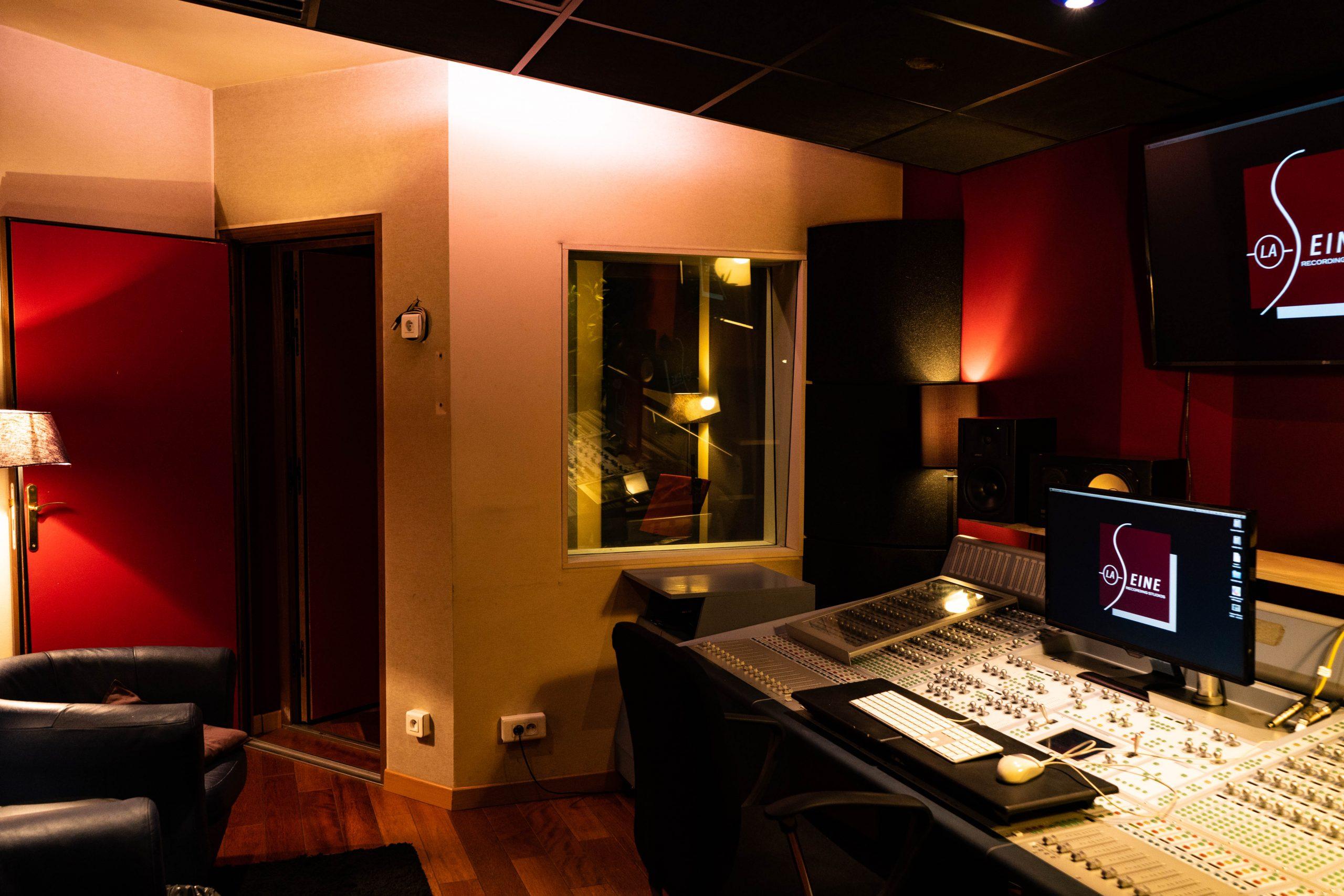 STUDIO H - CONTROL ROOM