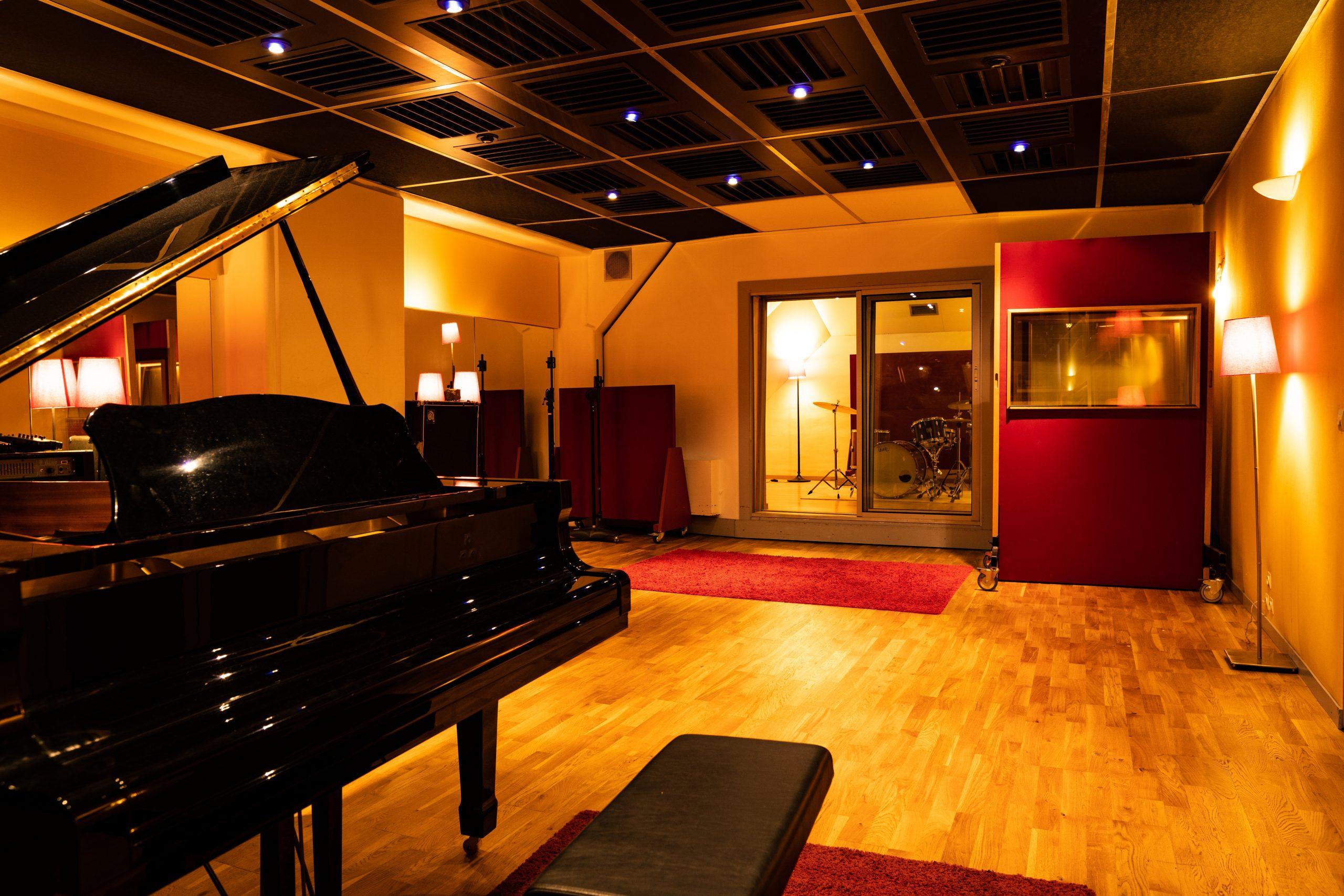 STUDIO B - LIVE ROOM